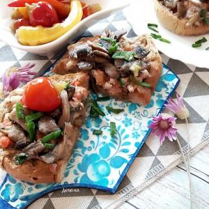 Топол сендвич со мелено месо и печурки