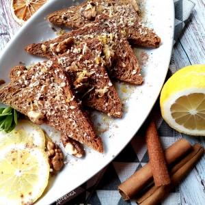 Здрави брускети со мед, ѓумбир и ореви