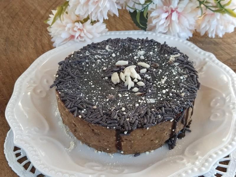 Торта со суво овошје и чиа семе (посно)