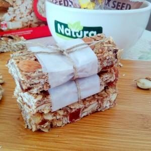 Домашен рецепт за гранола бар со брусница и бадем (веган, без печење)