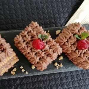 Кремасти Винчини коцки со бисквити