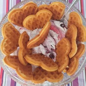 Вафли со фил од слатка павлака