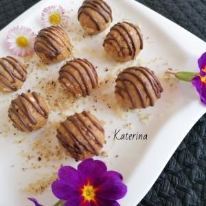 Винчини бомбици со бисквити, пченица, орев и маџун од рогач
