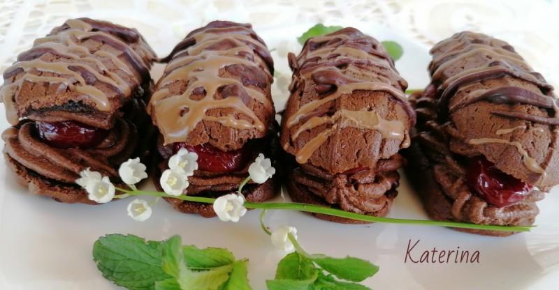 Фул чоколадни еклери со кандирани вишни