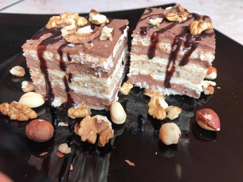 Бисквитна торта со два фила (без печење)