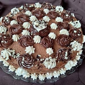 Чоколадна торта со крем