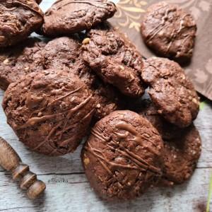 Чоколадни колачиња со два вида чоколадо