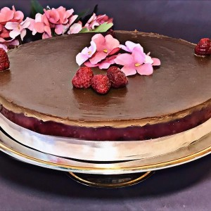 Чоколаден колач со малини