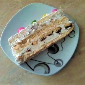 Брза бисквит торта (без печење)