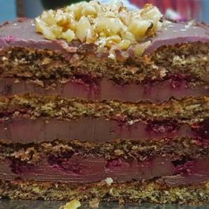 Чоколадна торта со малини