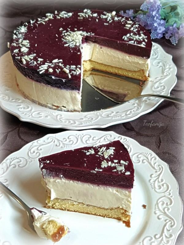 Ванила крем торта со шумско овошје