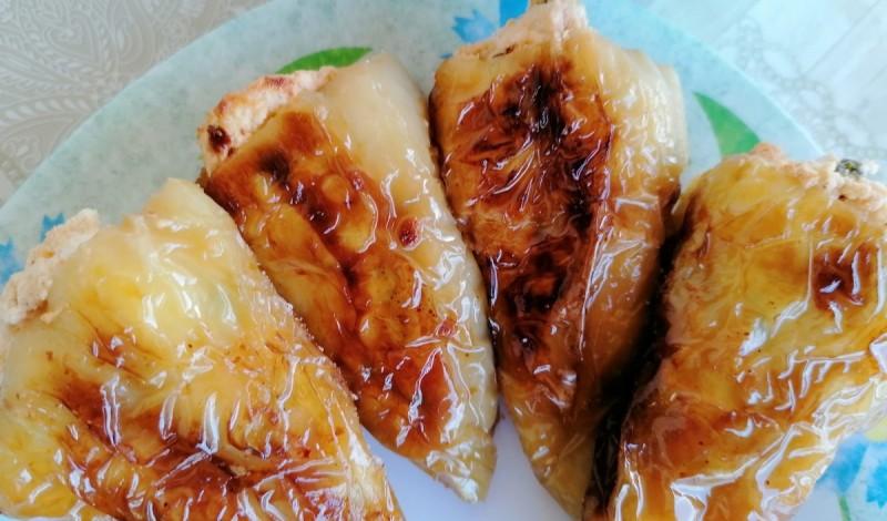 Полнети пиперки со урда, јајца и рукола