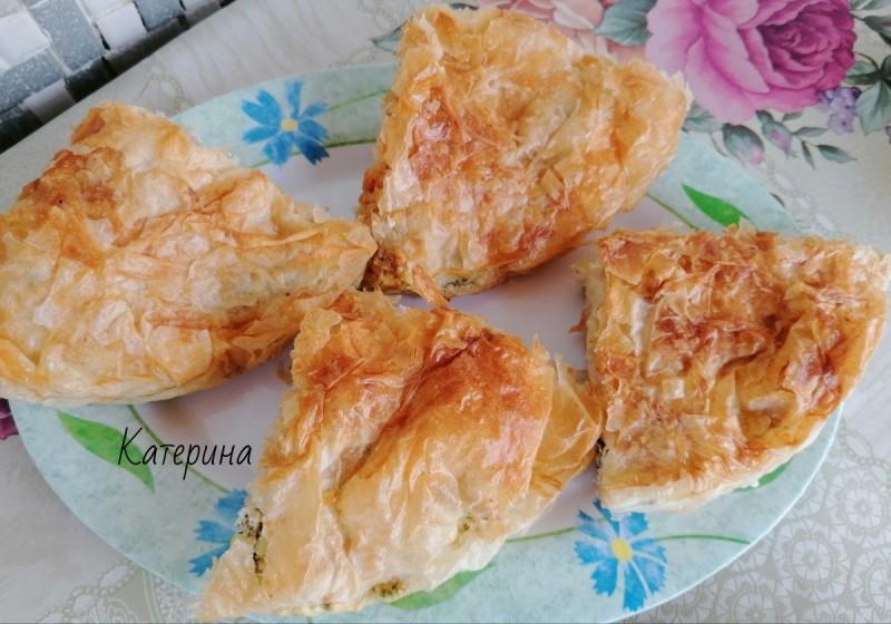 Пита-бурек со готови кори и фил од урда и спанаќ