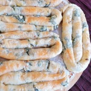 Домашна, тегната пита со зелен фил од спанаќ, рукола, праз и урда