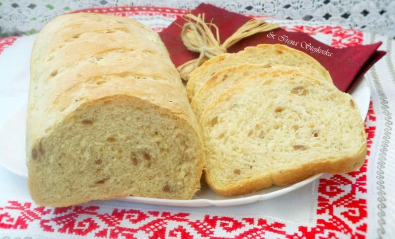 Вкусен леб со семиња