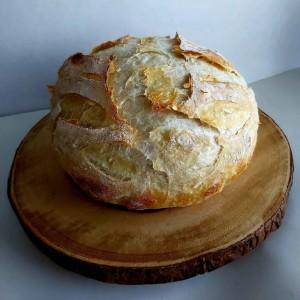 Домашен леб печен во тенџере со капак