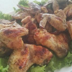 Пилешки крилца во маринада од мед