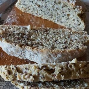 Леб со ленено семе и лупен сончоглед