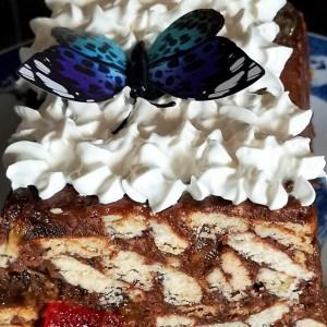 Торта со бисквити и пудинг (без печење)