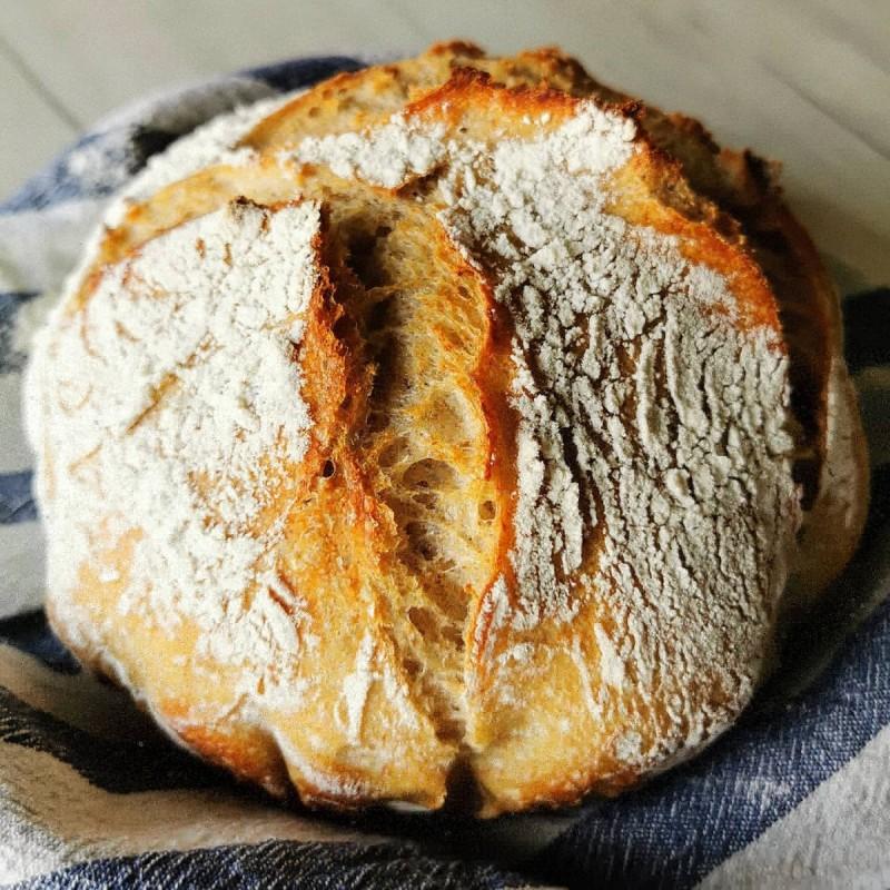 Леб од домашен (кисел) квасец