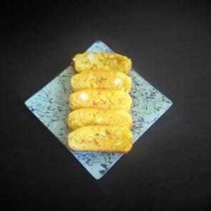 Пикантен колач со сирење, пиперки и лук