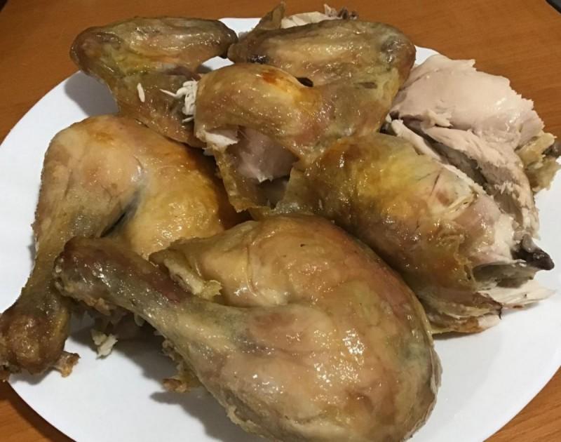 Печена кокошка на сол