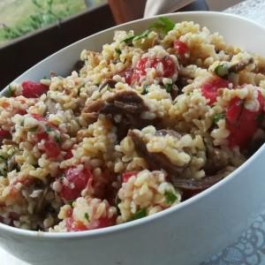 Булгур салата со телешко месо