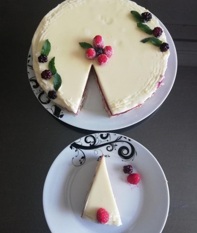 Овошна торта со бело чоколадо
