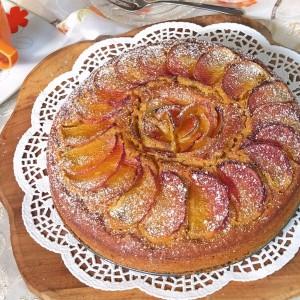 Мирисен колач со праски  и ореви (посно)