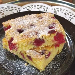 Необичен колач со вишни и палента
