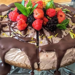 Торта со сезонско овошје (посно, веган, без печење)