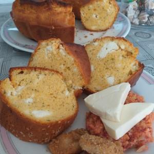 Солен куглоф со магданос и сирење