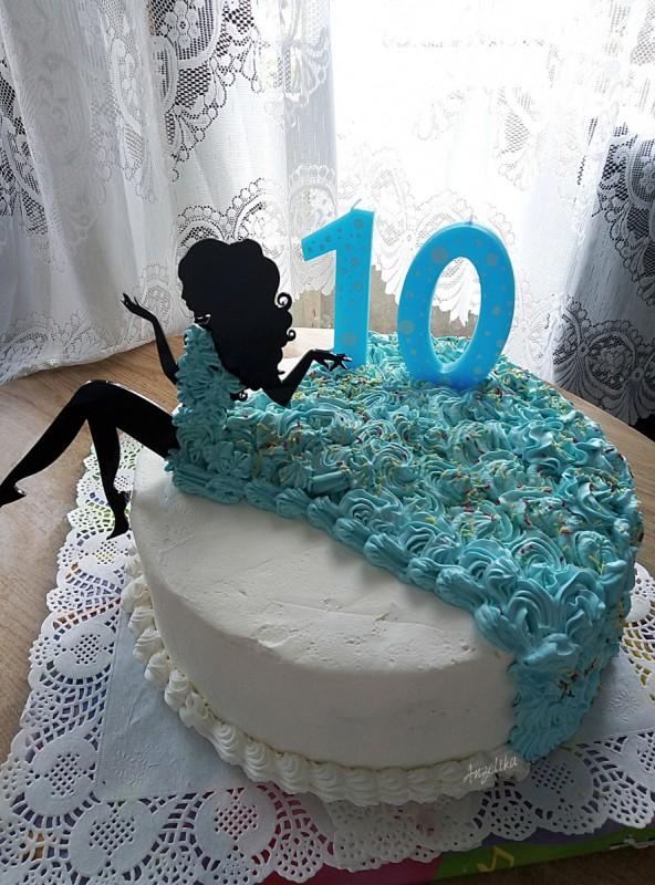 Торта - Девојка со фустан