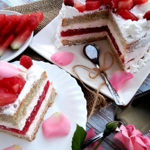 Торта со лубеница и слатко од ружи