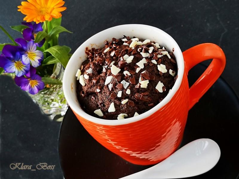 Брауни во шолја (Mug brownie) 2