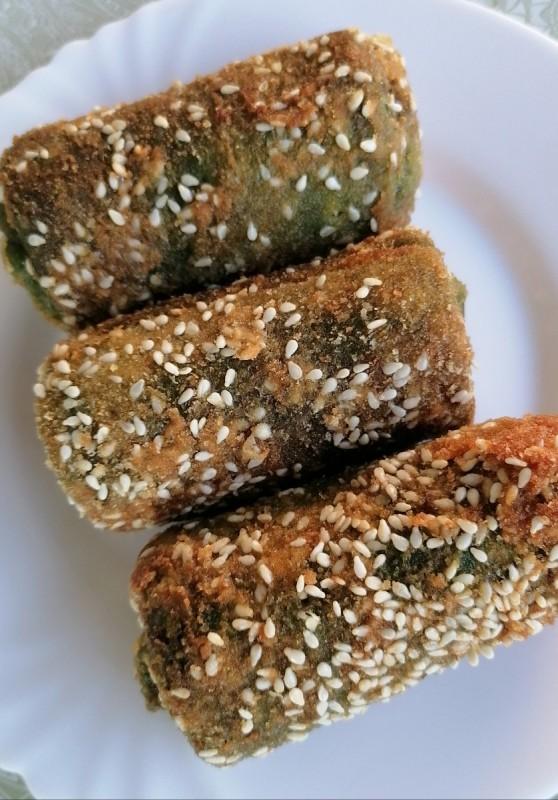 Пирошки од палачинки со блитва, полнети со кисела павлака, сирење и кашкавал