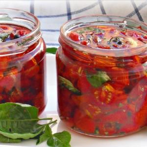Конзервиран ароматичен сув домат