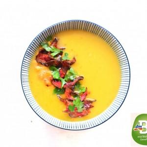 Супа од пашканат, јаболко и морков со гарнир од леблебија и чипс од цвекло (посно, веган)