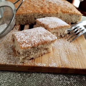 Едноставен колач со ореви
