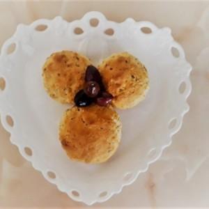 Лепчиња со микс семки и маслинки