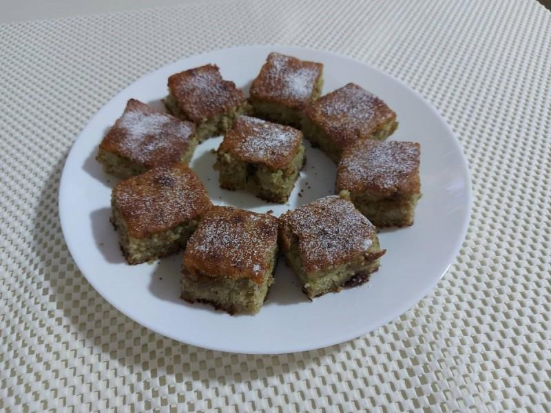 Памук колач со џем од смокви и ореви
