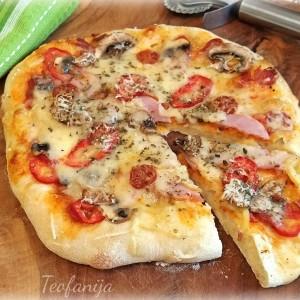 Пикантна пица со кулен и ајвар