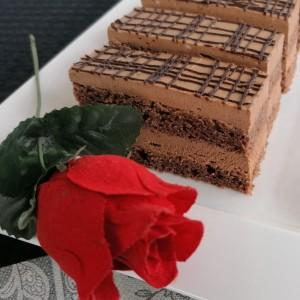 Делимано роденденска чоколадна торта