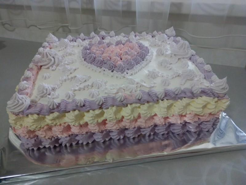 Торта со урми и ореви