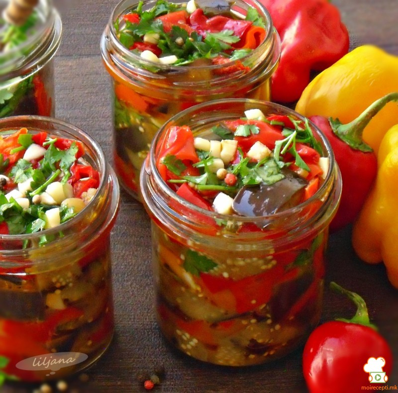 Маринирани пиперки и модар патлиџан
