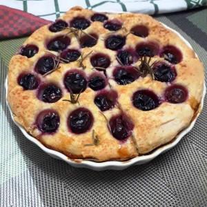 Фокача со грозје и рузмарин