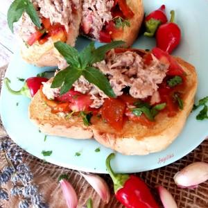 Сендвич со пиперки и туна