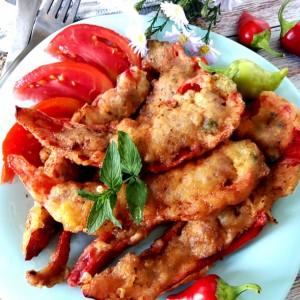 Пржени пиперки полнети со мелено месо