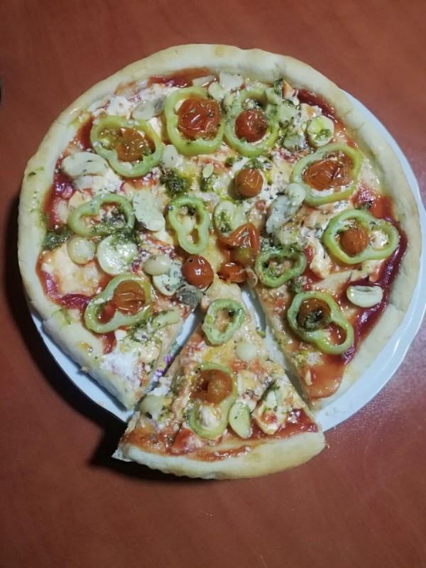 Брза пица од само неколку состојки (посно)