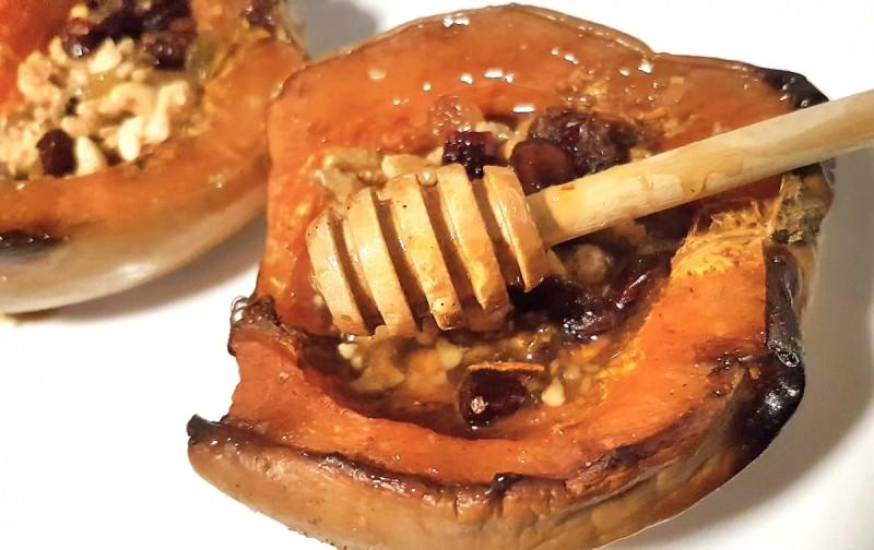 Ароматична печена тиква со мед, ореви и сушени плодови